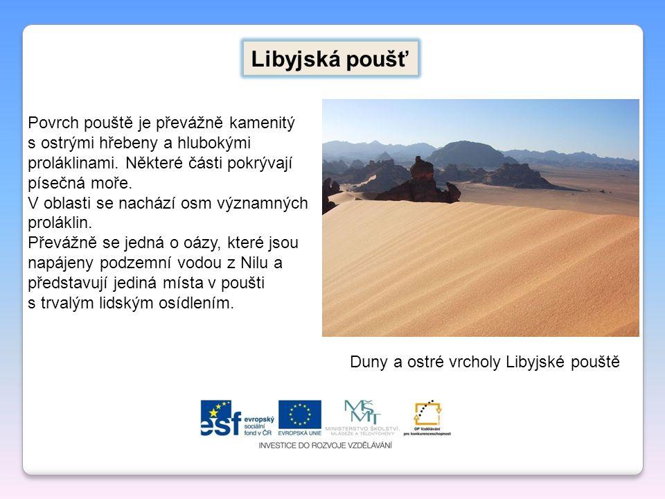 Libyjská poušť Duny a ostré vrcholy Libyjské pouště Povrch pouště je převážně kamenitý s ostrými hřebeny a hlubokými proláklinami. Některé části pokrý