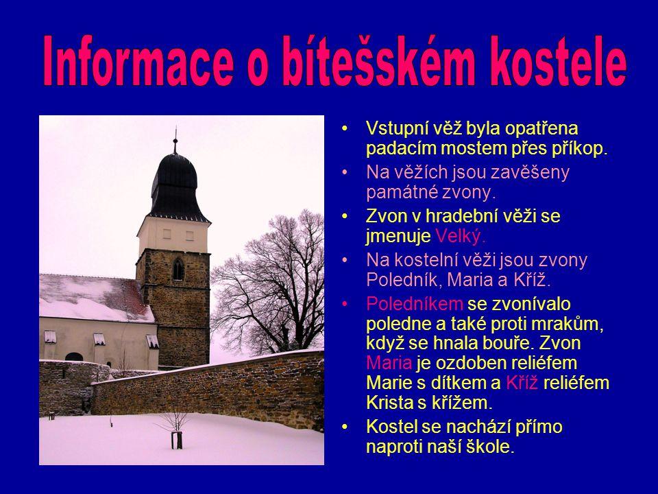 Vstupní věž byla opatřena padacím mostem přes příkop. Na věžích jsou zavěšeny památné zvony. Zvon v hradební věži se jmenuje Velký. Na kostelní věži j