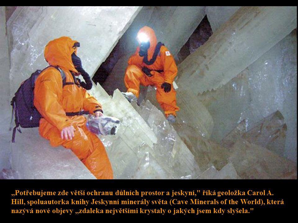 Zatímco důlní společnost momentálně povoluje návštěvu jeskyní pouze vědeckým expertům, lovci minerálů od prvního otevření loni v dubnu už dvakrát rozl