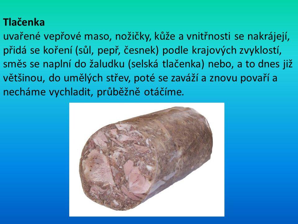 Tlačenka uvařené vepřové maso, nožičky, kůže a vnitřnosti se nakrájejí, přidá se koření (sůl, pepř, česnek) podle krajových zvyklostí, směs se naplní