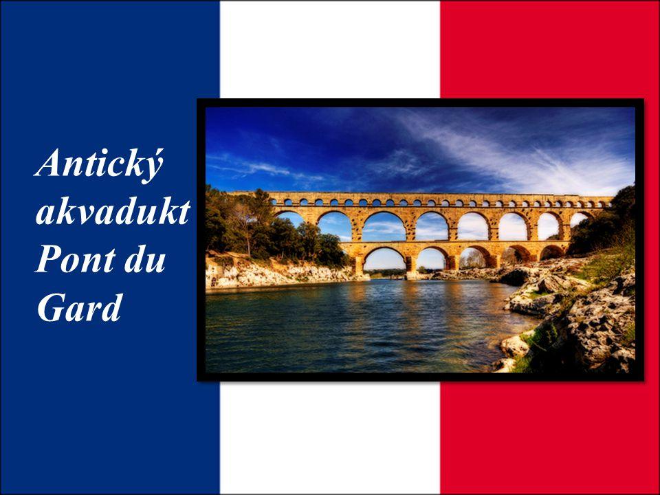 Antický akvadukt Pont du Gard