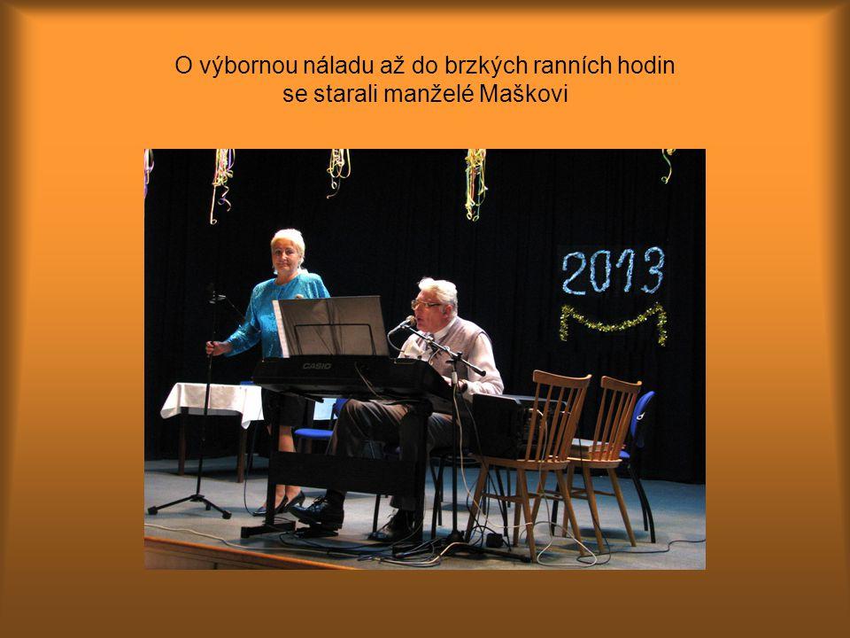 Senior klubu Brno – Bosonohy Dobrou pohodu podporovala až do ranních hodin Nového roku 2013 hudební dvojice - manželé Hana a Pavel Maškovi.
