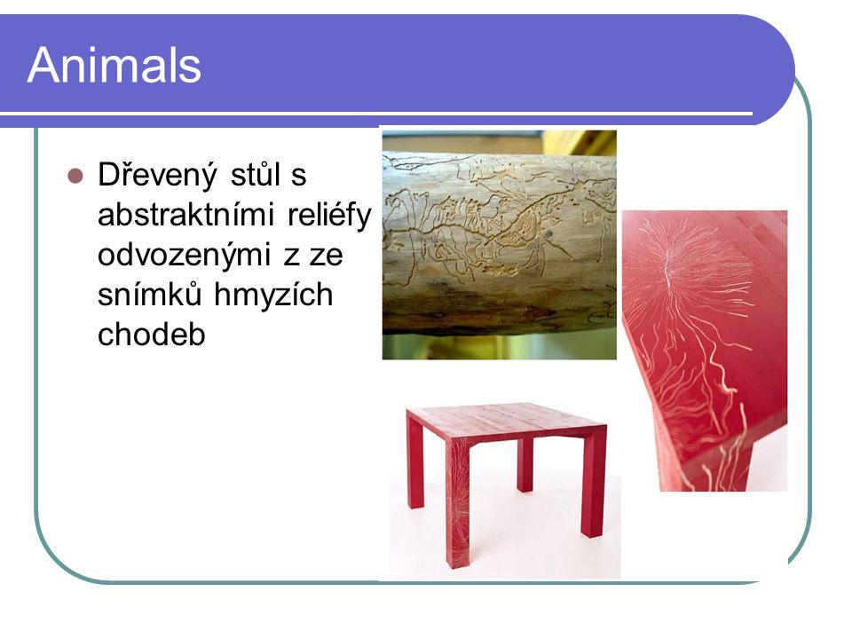 Animals Dřevený stůl s abstraktními reliéfy odvozenými z ze snímků hmyzích chodeb