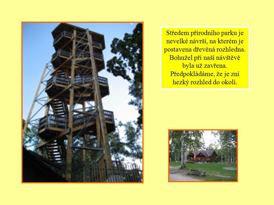 Středem přírodního parku je nevelké návrší, na kterém je postavena dřevěná rozhledna.
