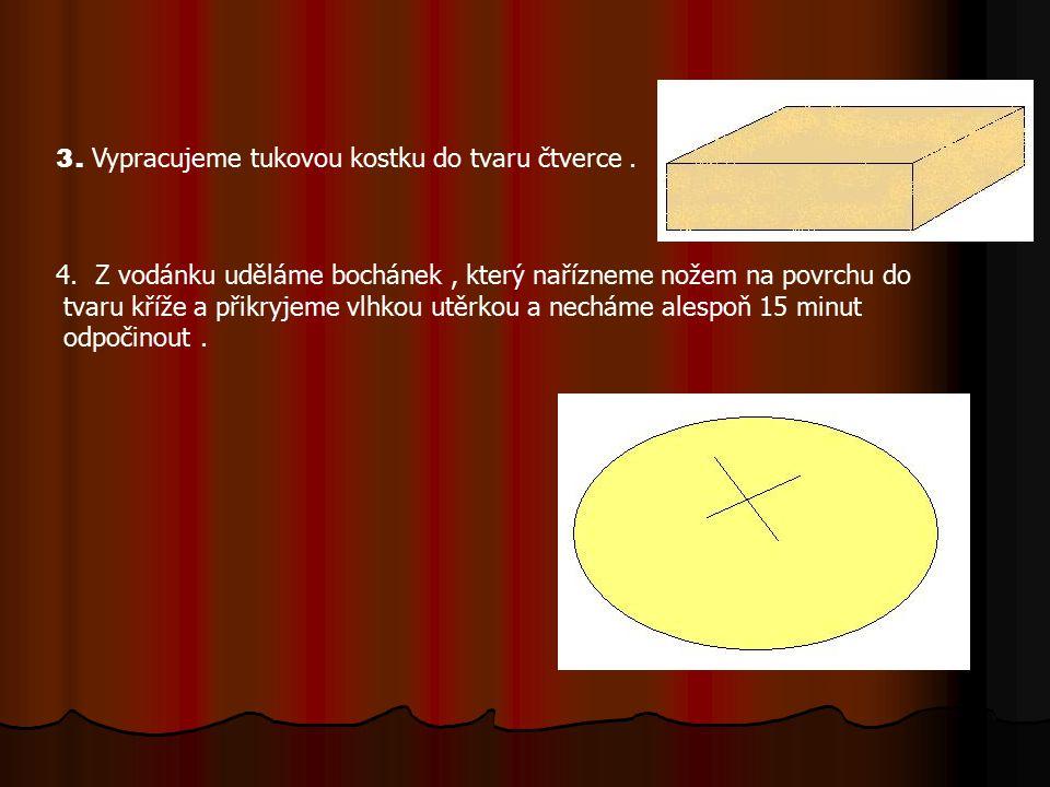 5. Po odpočinutí rozválíme bochánek do tvaru kříže a střed si necháme silnější.