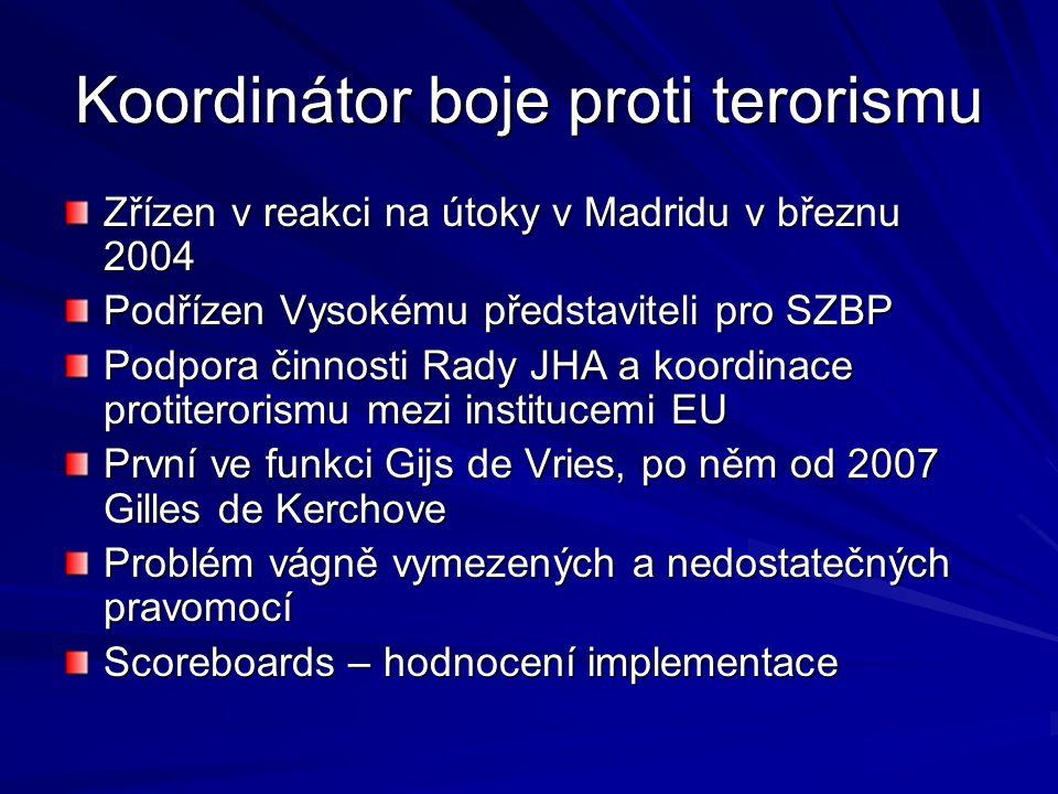 Koordinátor boje proti terorismu Zřízen v reakci na útoky v Madridu v březnu 2004 Podřízen Vysokému představiteli pro SZBP Podpora činnosti Rady JHA a