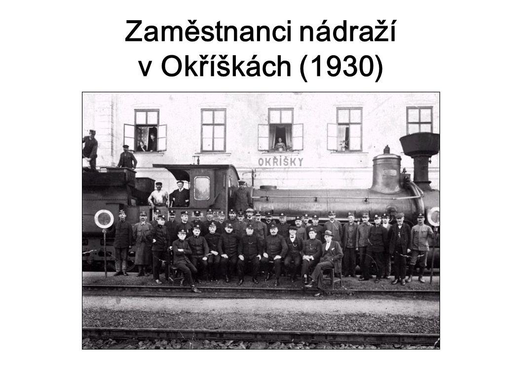 Zaměstnanci nádraží v Okříškách (1930)