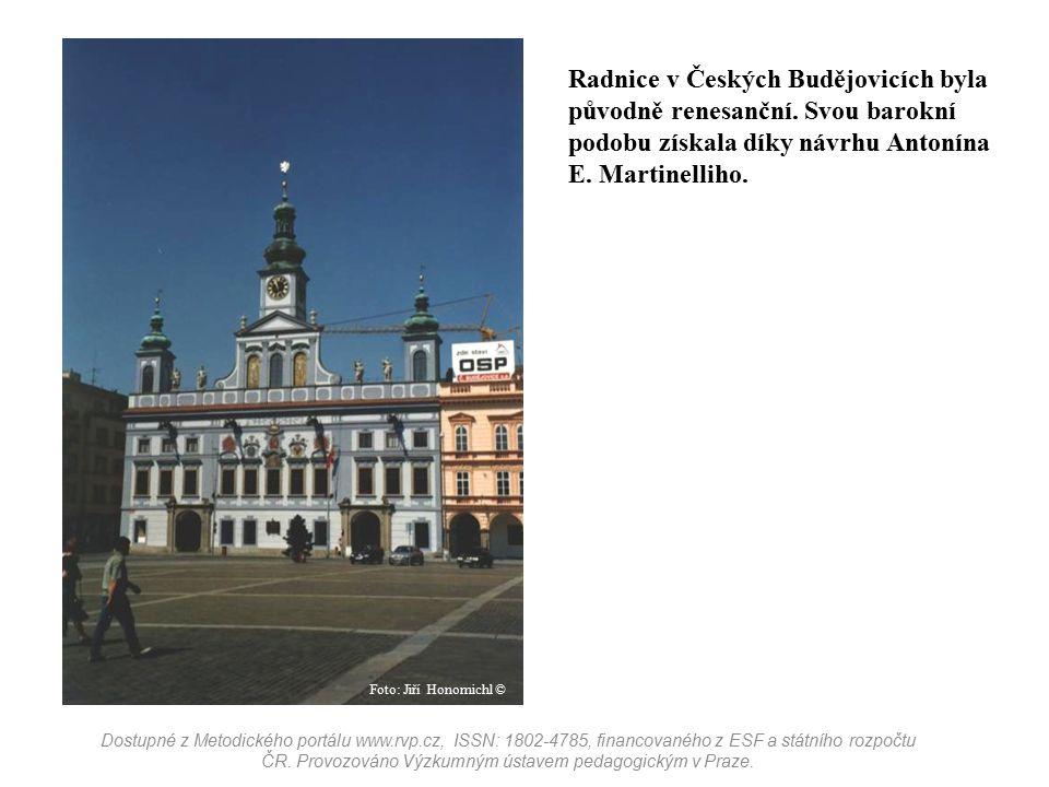 Radnice v Českých Budějovicích byla původně renesanční. Svou barokní podobu získala díky návrhu Antonína E. Martinelliho. Dostupné z Metodického portá