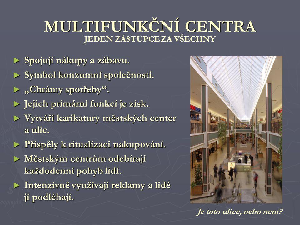 Lidé ovlivnění masivní reklamní kampaní běží k fiktivnímu hypermarketu Český sen, který vznikl jako součást recese a natáčení stejnojmenného filmu.