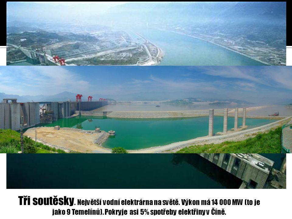 Tři soutěsky. Největší vodní elektrárna na světě. Výkon má 14 000 MW (to je jako 9 Temelínů). Pokryje asi 5% spotřeby elektřiny v Číně.
