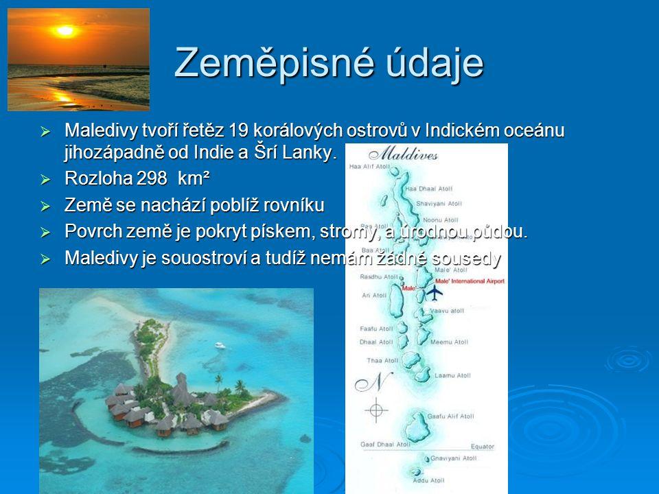 Zeměpisné údaje  Maledivy tvoří řetěz 19 korálových ostrovů v Indickém oceánu jihozápadně od Indie a Šrí Lanky.  Rozloha 298 km²  Země se nachází p