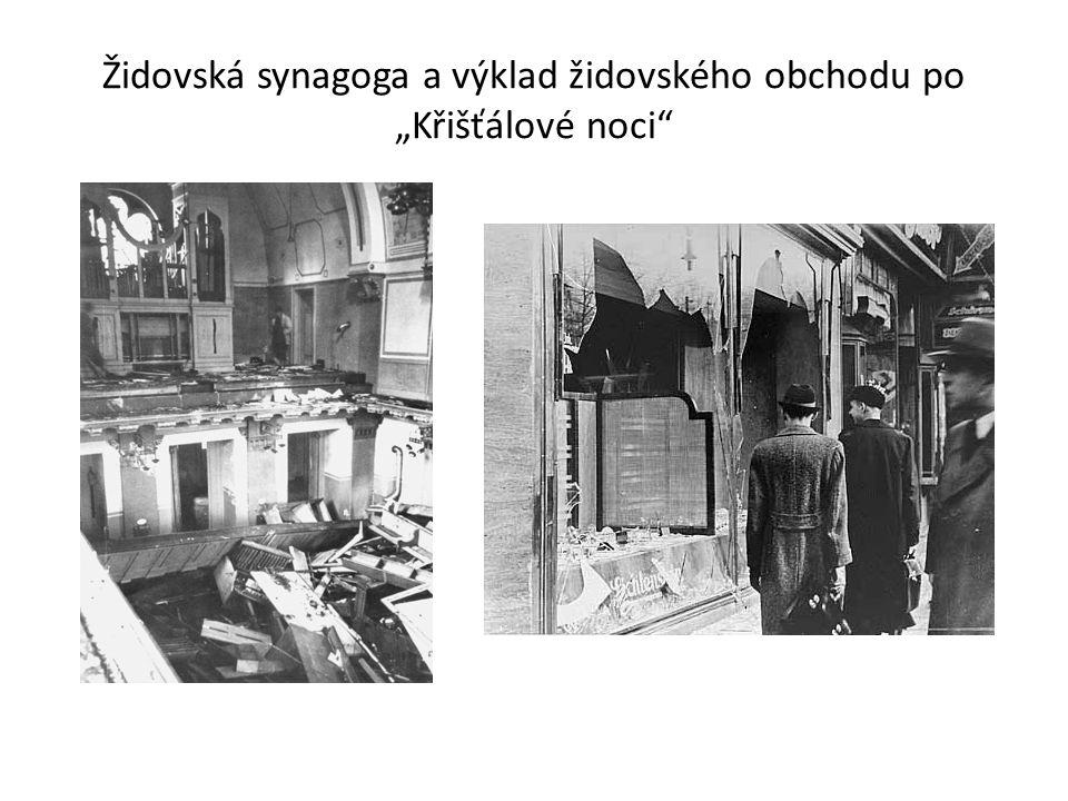"""Židovská synagoga a výklad židovského obchodu po """"Křišťálové noci"""