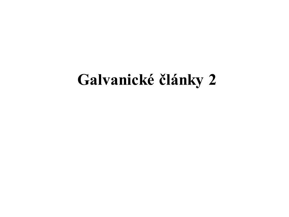 Složení galvanických článků Při sestavování galvanického článku se pro elektrody a elektrolyty používají takové kombinace chemických látek, aby potenciál vznikající na elektrodách měl dostatečnou velikost a zároveň aby měl článek další požadované vlastnosti jako jsou např.