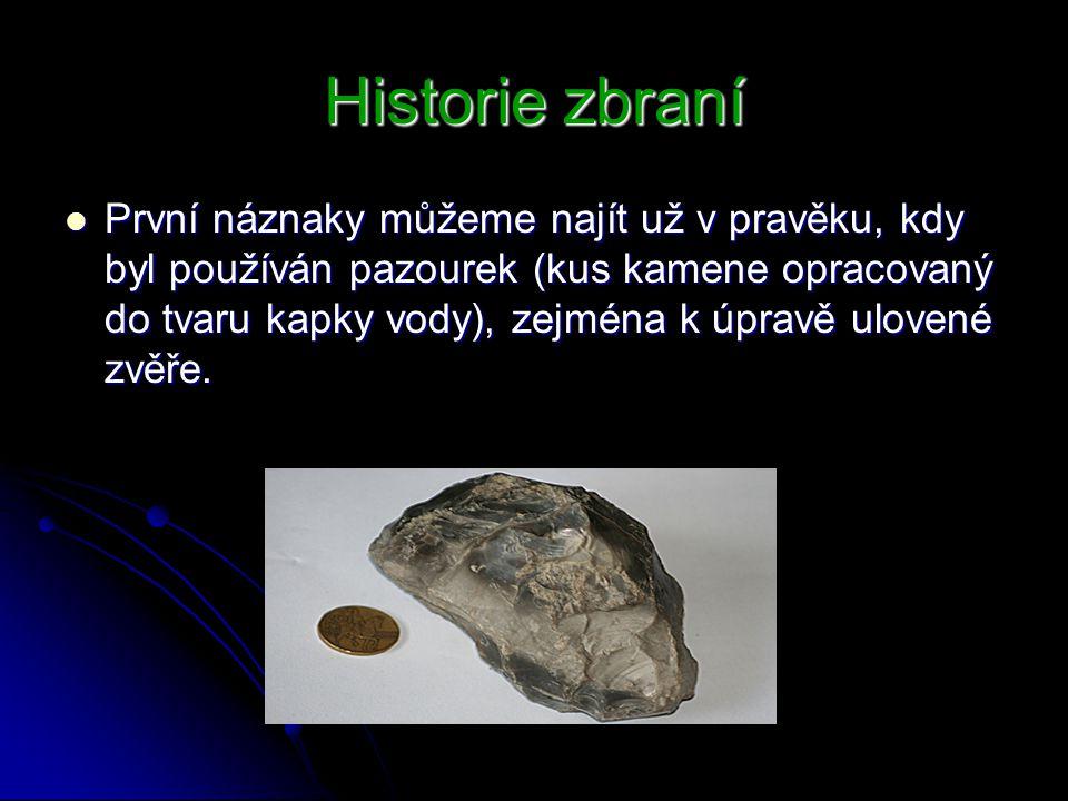 Historie zbraní První náznaky můžeme najít už v pravěku, kdy byl používán pazourek (kus kamene opracovaný do tvaru kapky vody), zejména k úpravě ulove