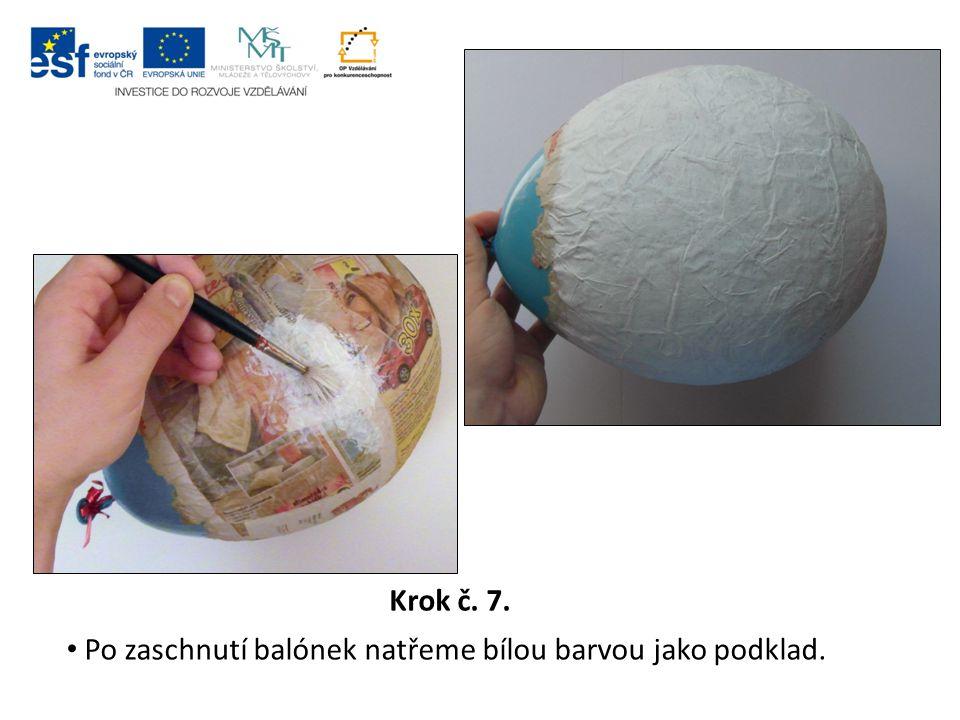 Krok č. 7. Po zaschnutí balónek natřeme bílou barvou jako podklad.