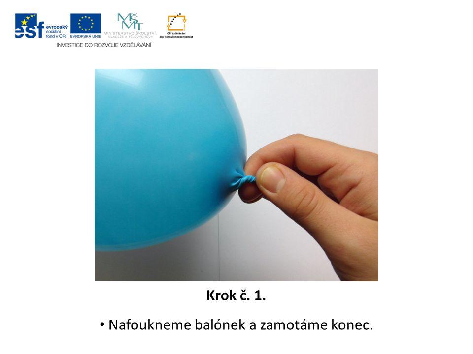 Krok č. 2. Ustřihneme 10 cm provázku a konec balónku řádně zavážeme třemi uzly.