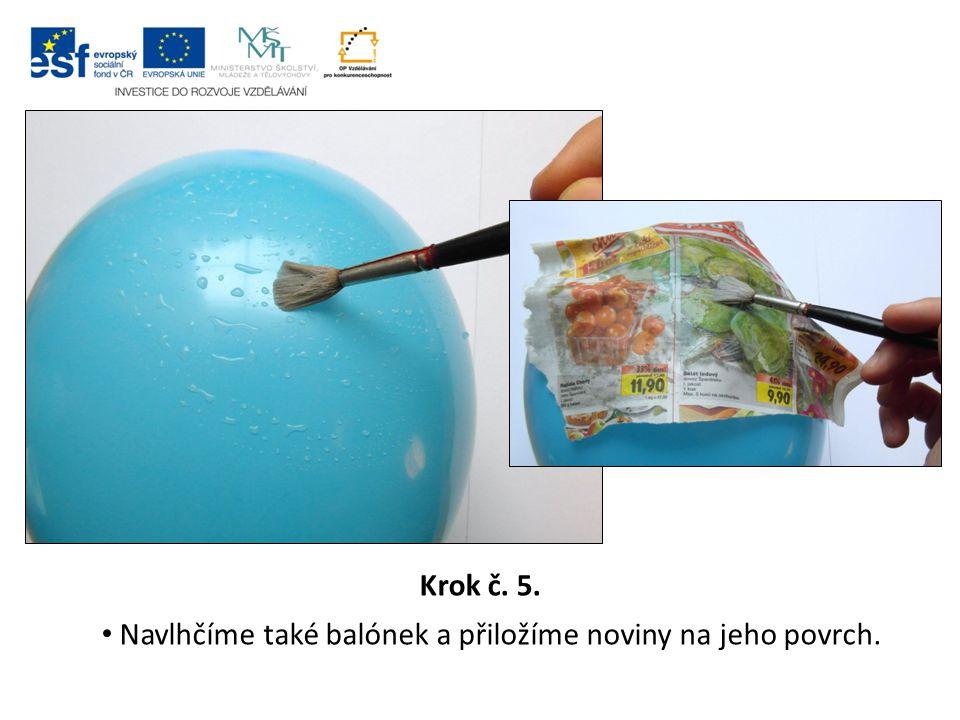 Krok č. 5. Navlhčíme také balónek a přiložíme noviny na jeho povrch.