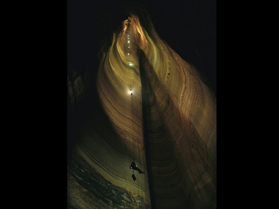 Propasti zřícené jeskyně, dómy dělení podle osvícení dna – light hole / aven