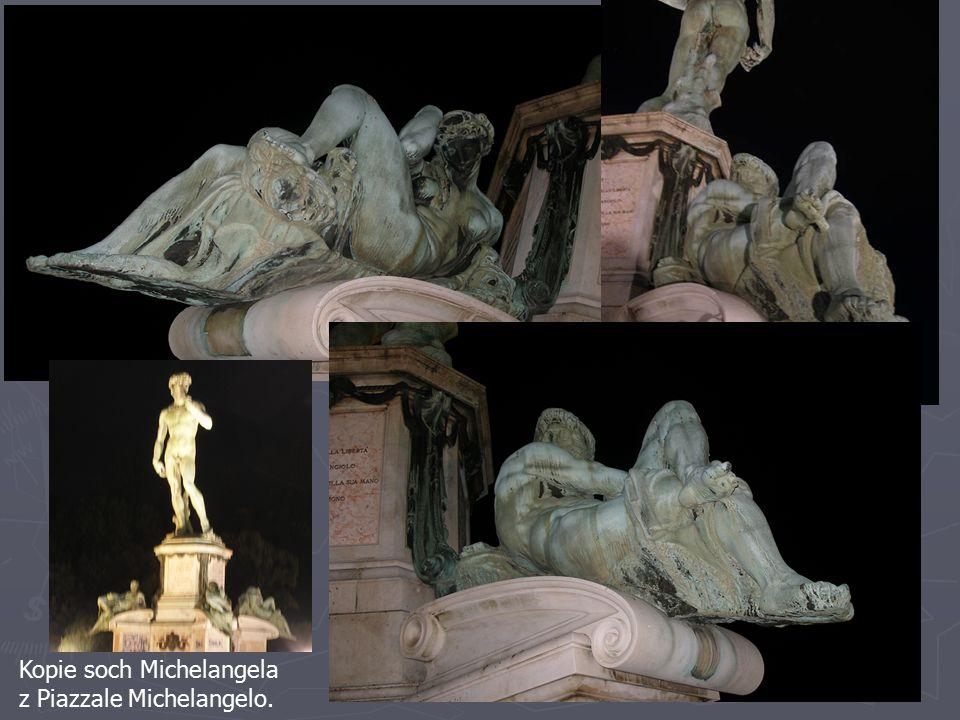 Kopie soch Michelangela z Piazzale Michelangelo.