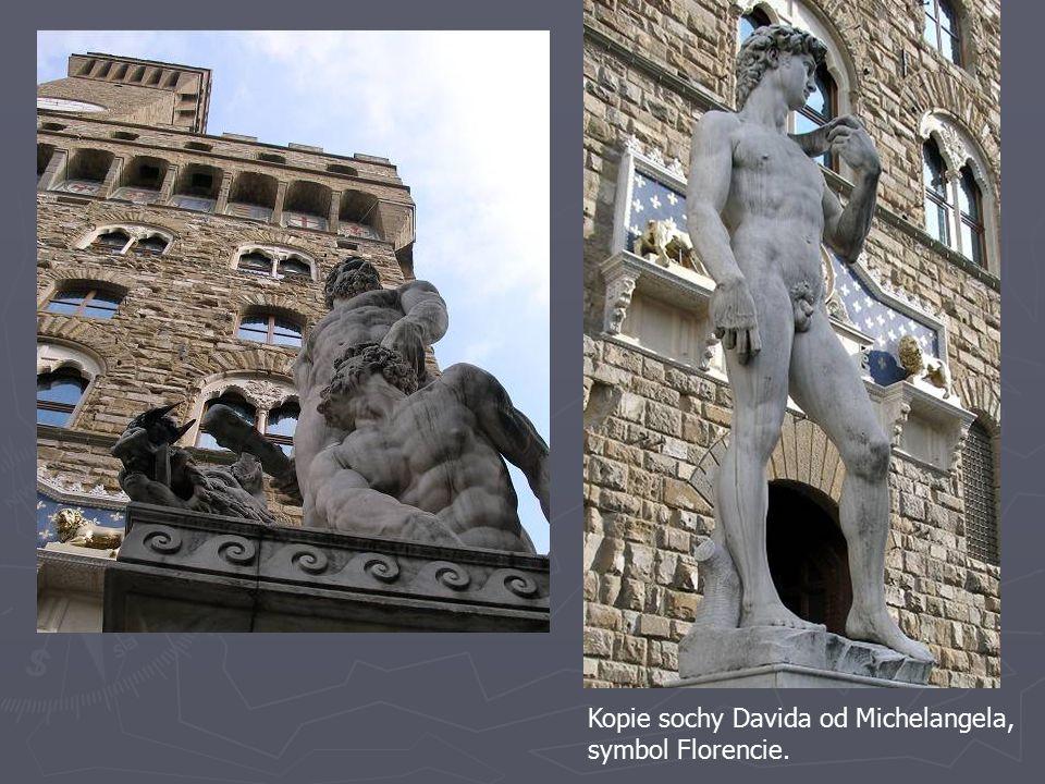 Kopie sochy Davida od Michelangela, symbol Florencie.