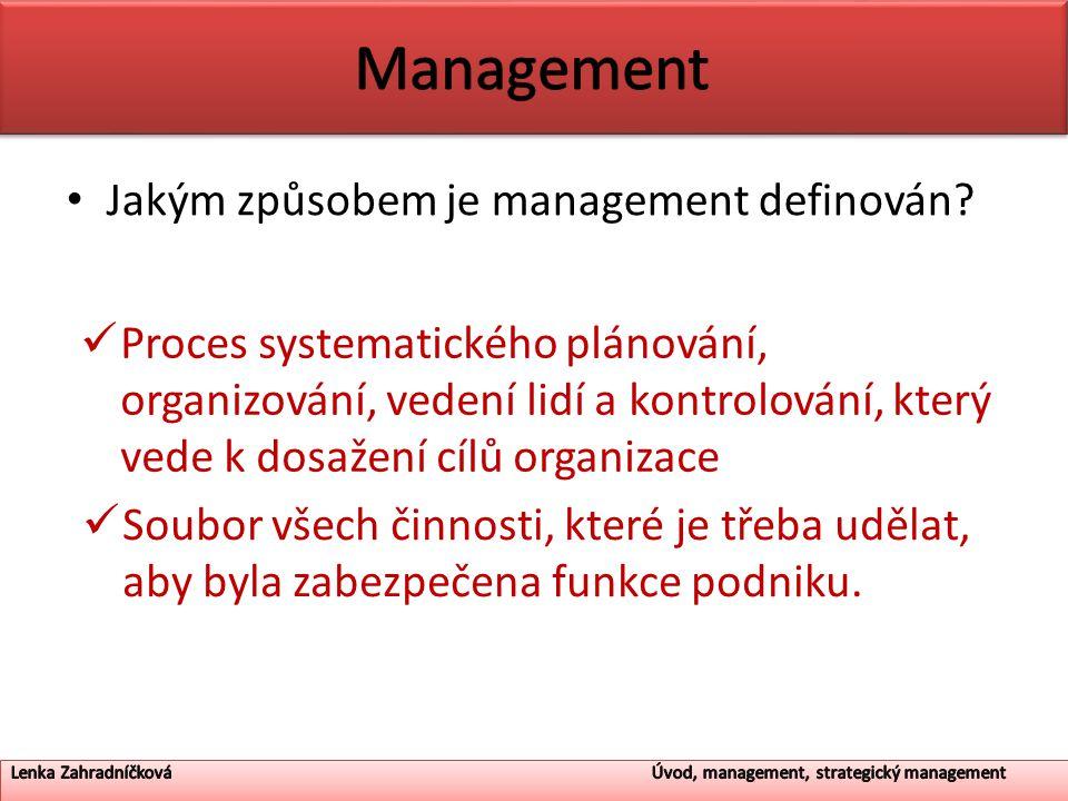 Jakým způsobem je management definován? Proces systematického plánování, organizování, vedení lidí a kontrolování, který vede k dosažení cílů organiza