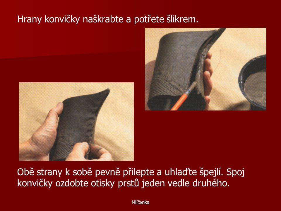 Mlíčenka Z hlíny vyválejte plát silný asi 8 mm a obtiskněte na něj například kus hrubé pytloviny nebo krajky.