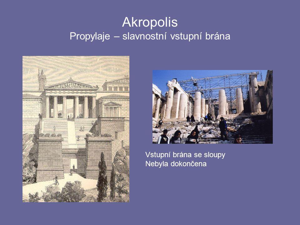Akropolis Propylaje – slavnostní vstupní brána Vstupní brána se sloupy Nebyla dokončena