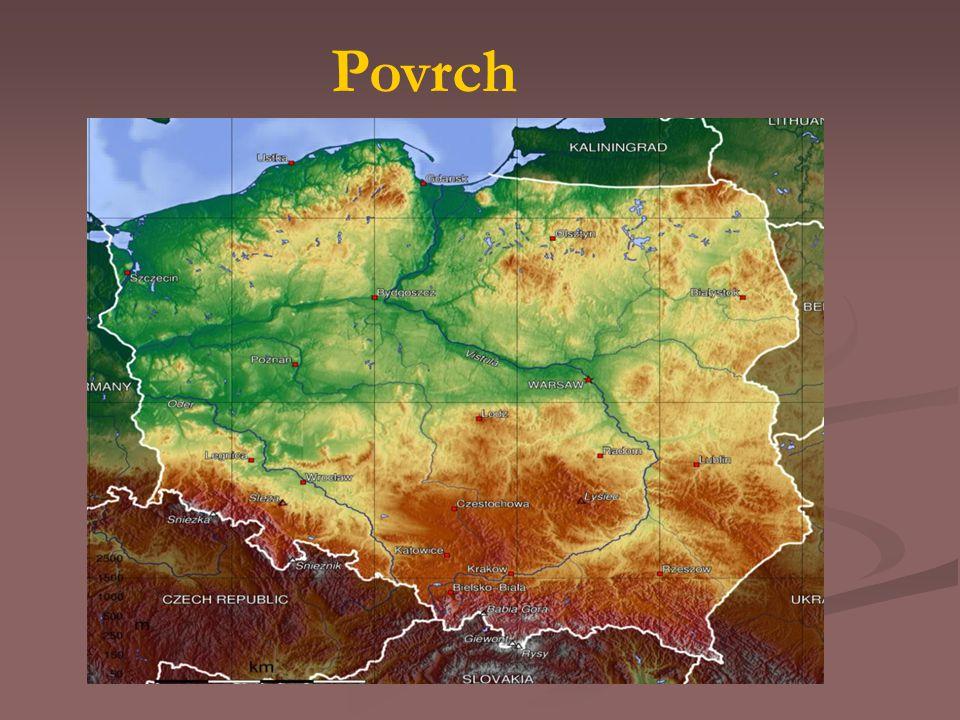většinu území tvoří nížiny- Středopolská nížina V minulosti bylo území pokryto ledovcem Na pobřeží Baltského moře jsou rašeliniště a tisíce jezer.