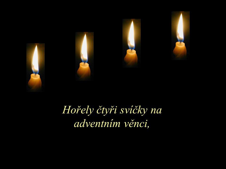 Hořely čtyři svíčky na adventním věnci,
