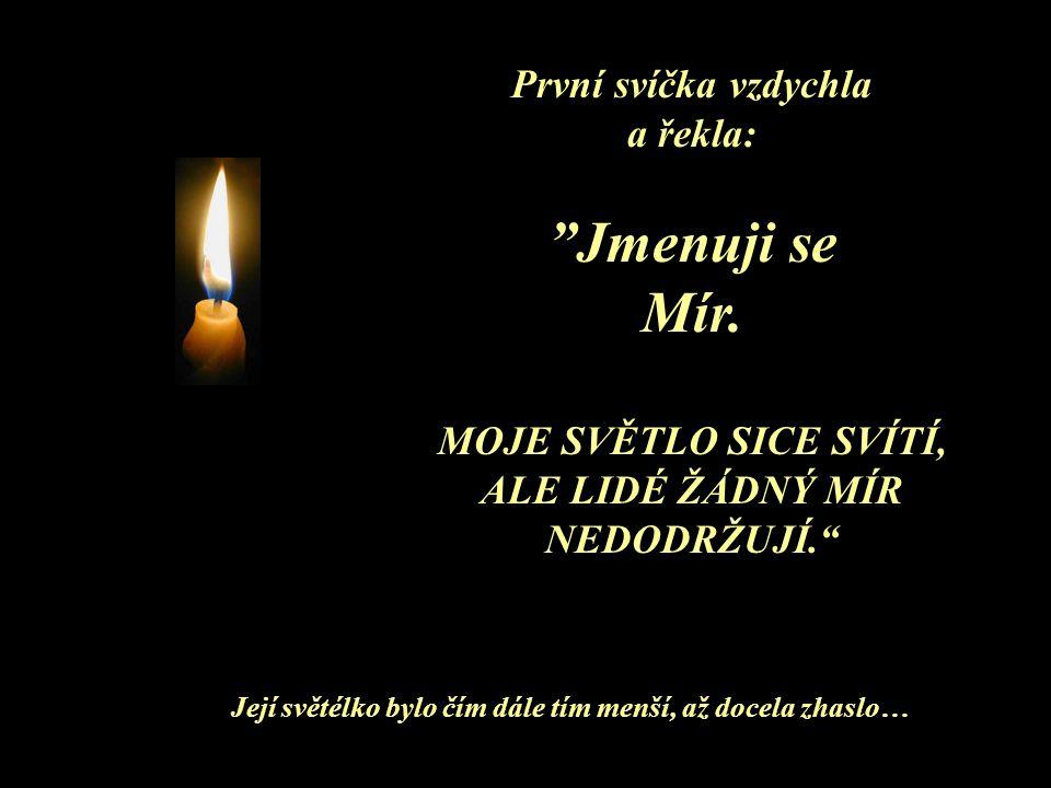 tak tiše, že bylo slyšet, jak svíčky začaly hovořit.