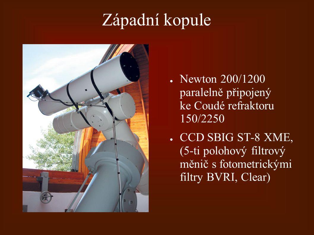 Západní kopule ● Newton 200/1200 paralelně připojený ke Coudé refraktoru 150/2250 ● CCD SBIG ST-8 XME, (5-ti polohový filtrový měnič s fotometrickými