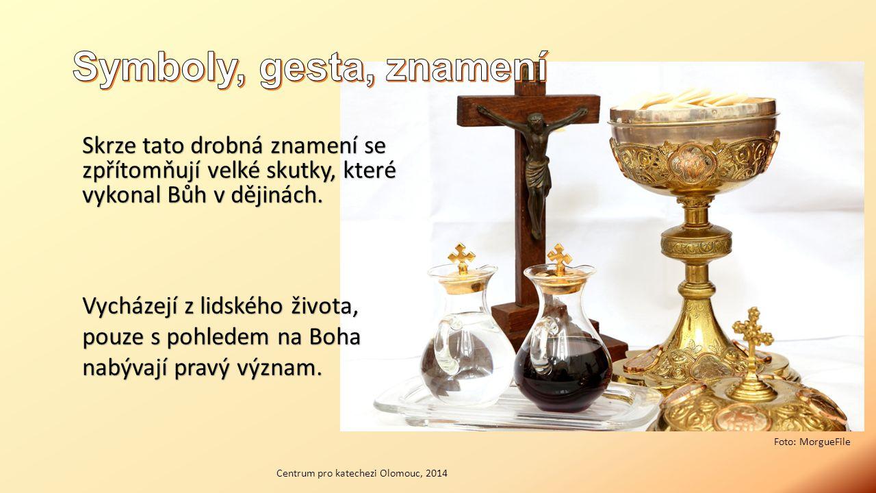Skrze tato drobná znamení se zpřítomňují velké skutky, které vykonal Bůh v dějinách.