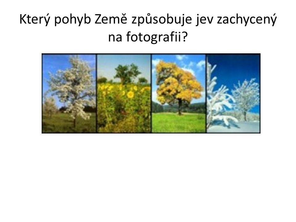 Který pohyb Země způsobuje jev zachycený na fotografii?