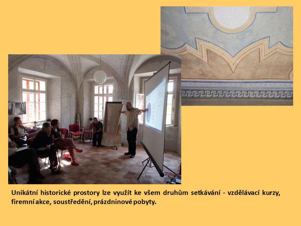 Unikátní historické prostory lze využít ke všem druhům setkávání - vzdělávací kurzy, firemní akce, soustředění, prázdninové pobyty.