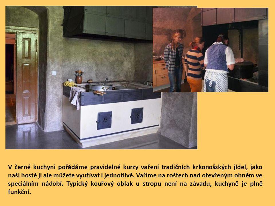 V černé kuchyni pořádáme pravidelné kurzy vaření tradičních krkonošských jídel, jako naši hosté ji ale můžete využívat i jednotlivě.