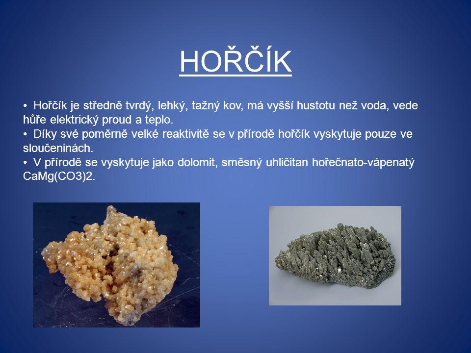 HOŘČÍK Hořčík je středně tvrdý, lehký, tažný kov, má vyšší hustotu než voda, vede hůře elektrický proud a teplo. Díky své poměrně velké reaktivitě se