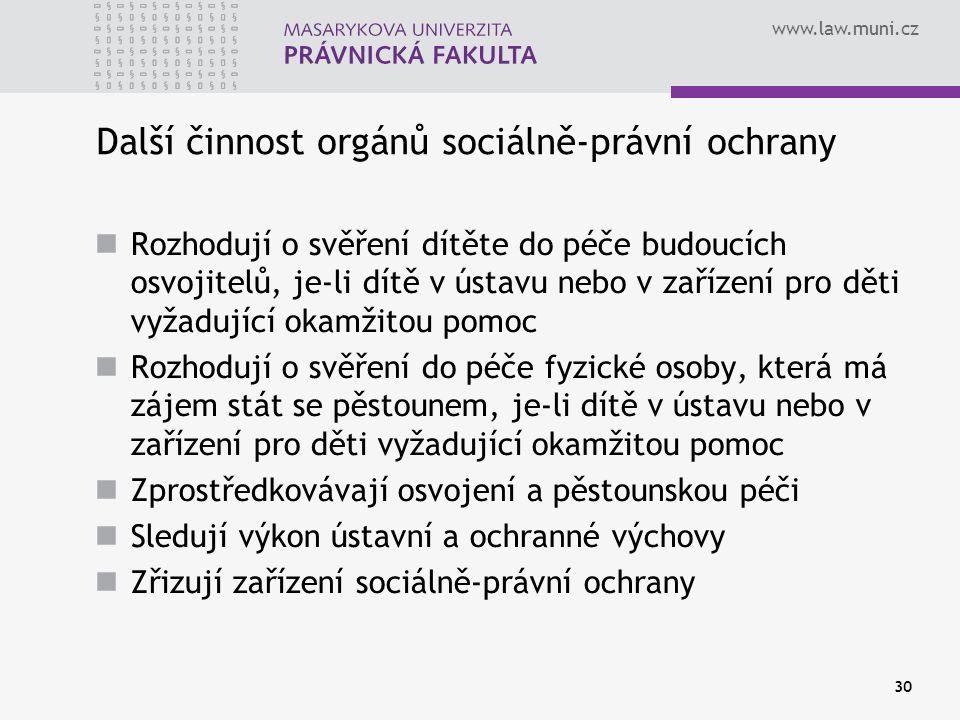 www.law.muni.cz 30 Další činnost orgánů sociálně-právní ochrany Rozhodují o svěření dítěte do péče budoucích osvojitelů, je-li dítě v ústavu nebo v za