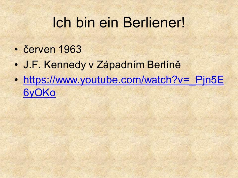 1961 - 1989 Berlínská zeď – symbol rozděleného světa Západní mocnosti (USA, Velká Británie, Francie) se s existencí zdi uprostřed Berlína smířily, obávaly se totiž, aby kvůli ní nedošlo k vojenskému střetu s Rusy a tím k třetí světové válce.
