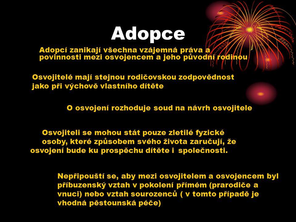 Adopce Adopcí zanikají všechna vzájemná práva a povinnosti mezi osvojencem a jeho původní rodinou Osvojitelé mají stejnou rodičovskou zodpovědnost jak