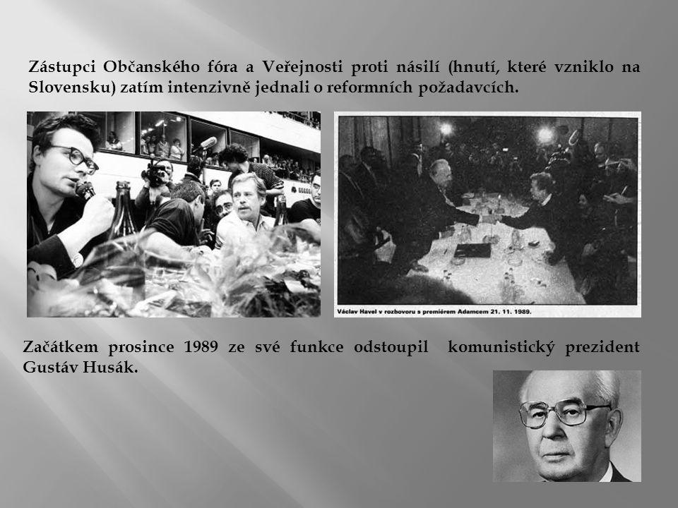 Zástupci Občanského fóra a Veřejnosti proti násilí (hnutí, které vzniklo na Slovensku) zatím intenzivně jednali o reformních požadavcích. Začátkem pro