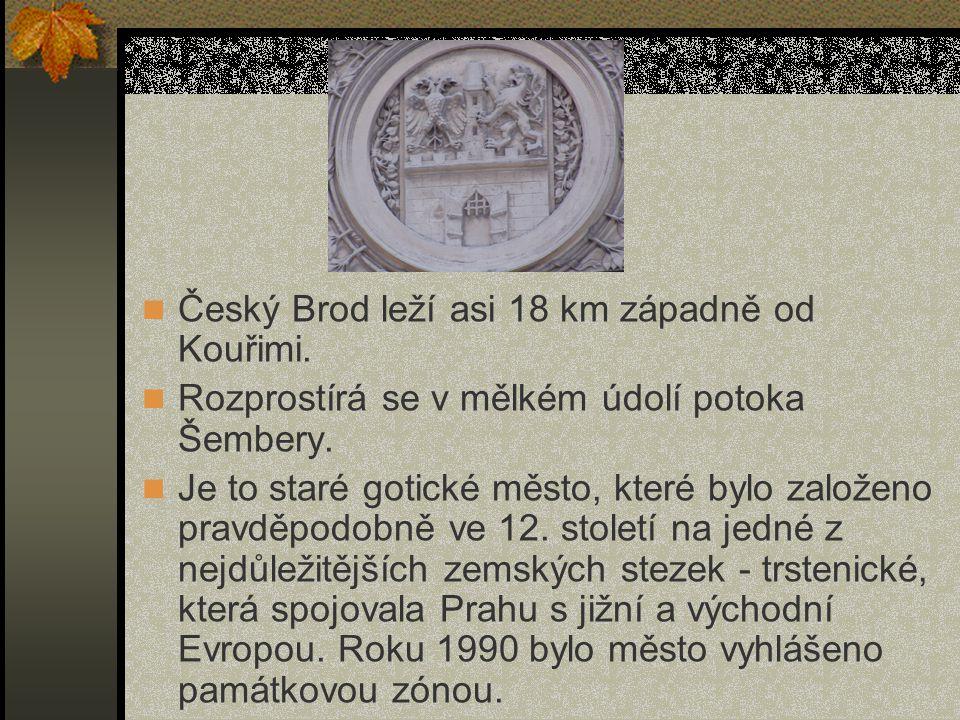 Český Brod leží asi 18 km západně od Kouřimi.Rozprostírá se v mělkém údolí potoka Šembery.