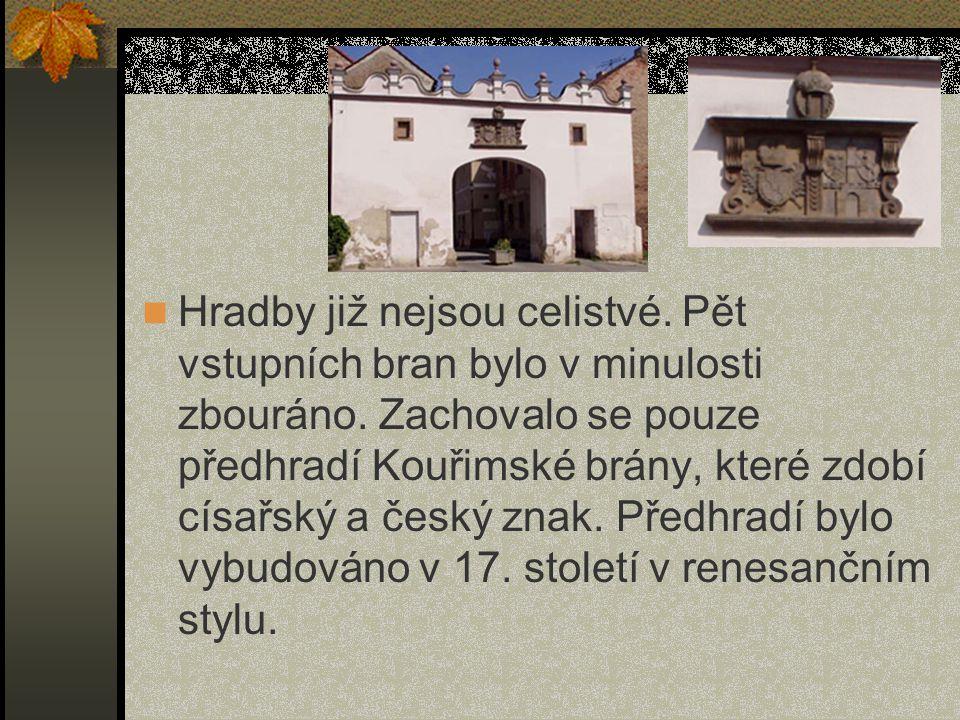 Test 3) Z jakého kamene jsou postaveny hradby ze 14.století.