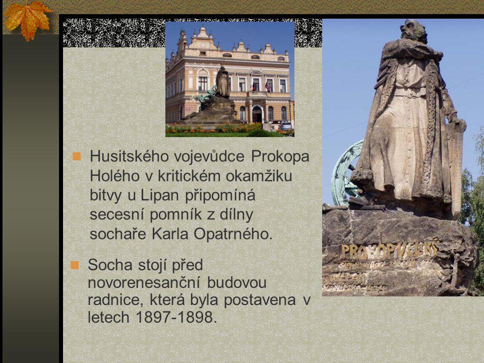 Husitského vojevůdce Prokopa Holého v kritickém okamžiku bitvy u Lipan připomíná secesní pomník z dílny sochaře Karla Opatrného. Socha stojí před novo