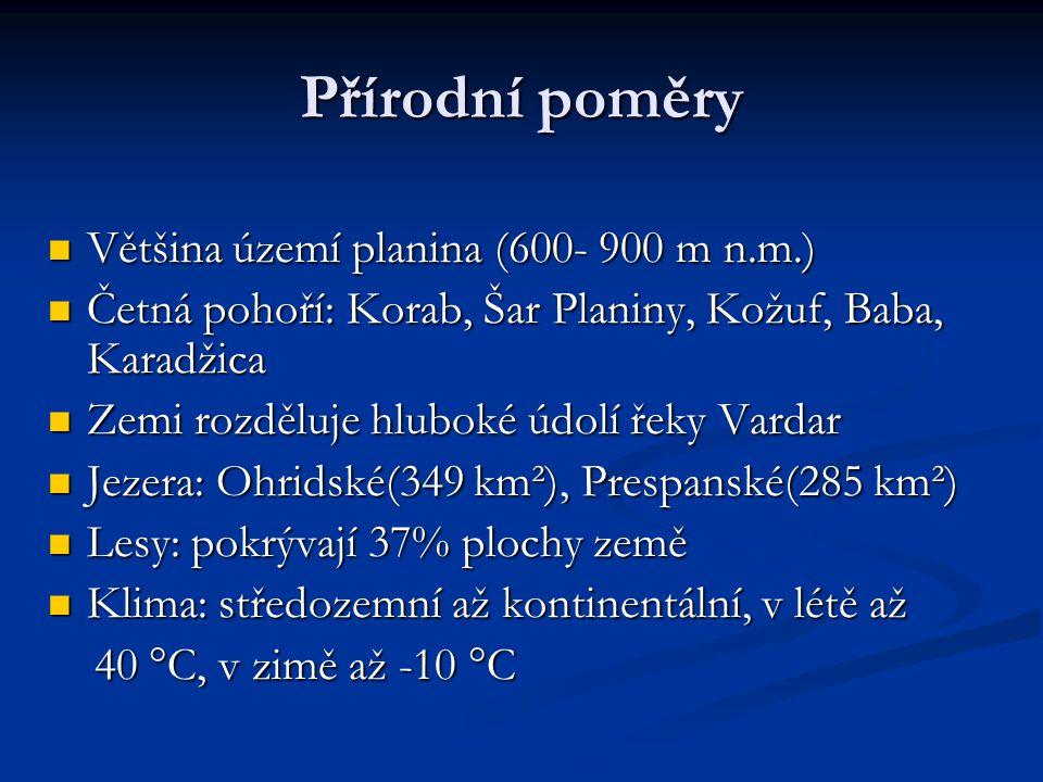 Obyvatelstvo Počet obyvatel: 2 050 554 (2006) Počet obyvatel: 2 050 554 (2006) Hustota zalidnění: 81 ob./km² Hustota zalidnění: 81 ob./km² Naděje na dožití: muži 69,7 let; ženy 73,5 let Naděje na dožití: muži 69,7 let; ženy 73,5 let Složení: Makedonci 64,6%; Albánci 21%; Turci 4,8%; Rumuni 2,7%; Srbové 2,2%; ostatní 4,7% Složení: Makedonci 64,6%; Albánci 21%; Turci 4,8%; Rumuni 2,7%; Srbové 2,2%; ostatní 4,7% Náboženství: pravoslavní asi 60%, muslimové 20%, ostatní křesťané 15% Náboženství: pravoslavní asi 60%, muslimové 20%, ostatní křesťané 15% Města: Skopje, Bitola, Kumanovo, Tetovo Města: Skopje, Bitola, Kumanovo, Tetovo