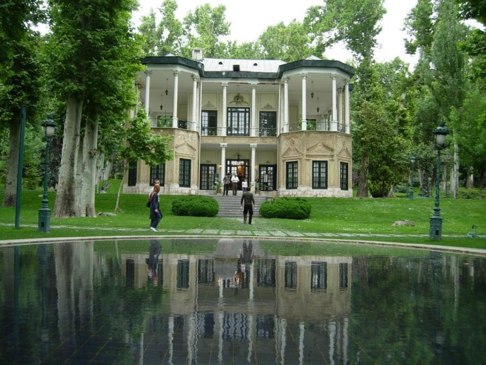 PALACIO NIAVARAN El Complejo Niavaran Palacio tiene su origen en un jardín en Niavaran, Teherán, que fue utilizado por Nasir al-Din Shah como residencia de verano.