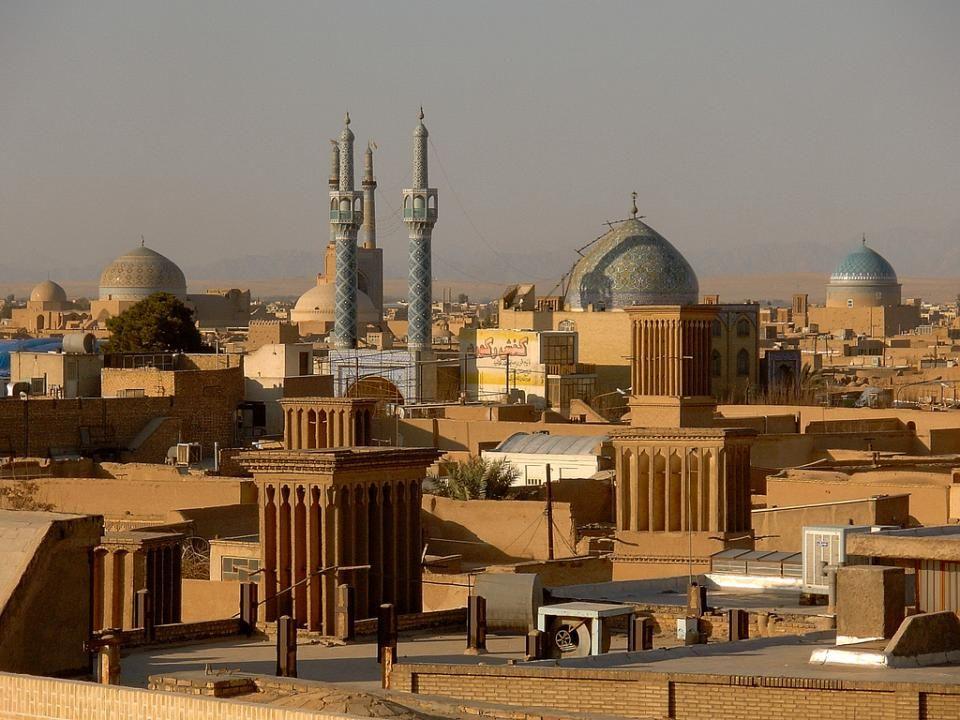 YAZD Yazd a veces transliterada como Yezd, es una de las ciudades más antiguas y de mayor importancia histórica de Irán.