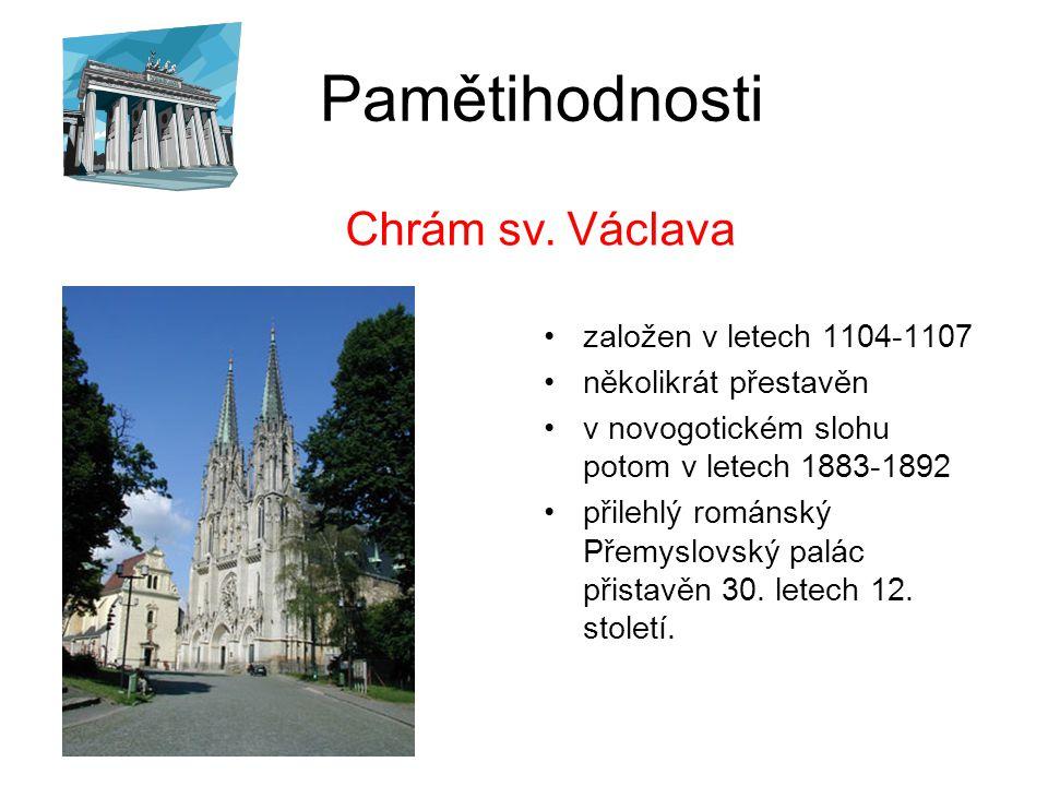 Pamětihodnosti pochází z roku 1716 jako největší barokní sousoší v českých zemích bylo postaveno autorem Václavem Renderem Vysvěcení sousoší proběhlo za osobní účasti Marie Terezie v roce 1754 Sousoší Nejsvětější trojice