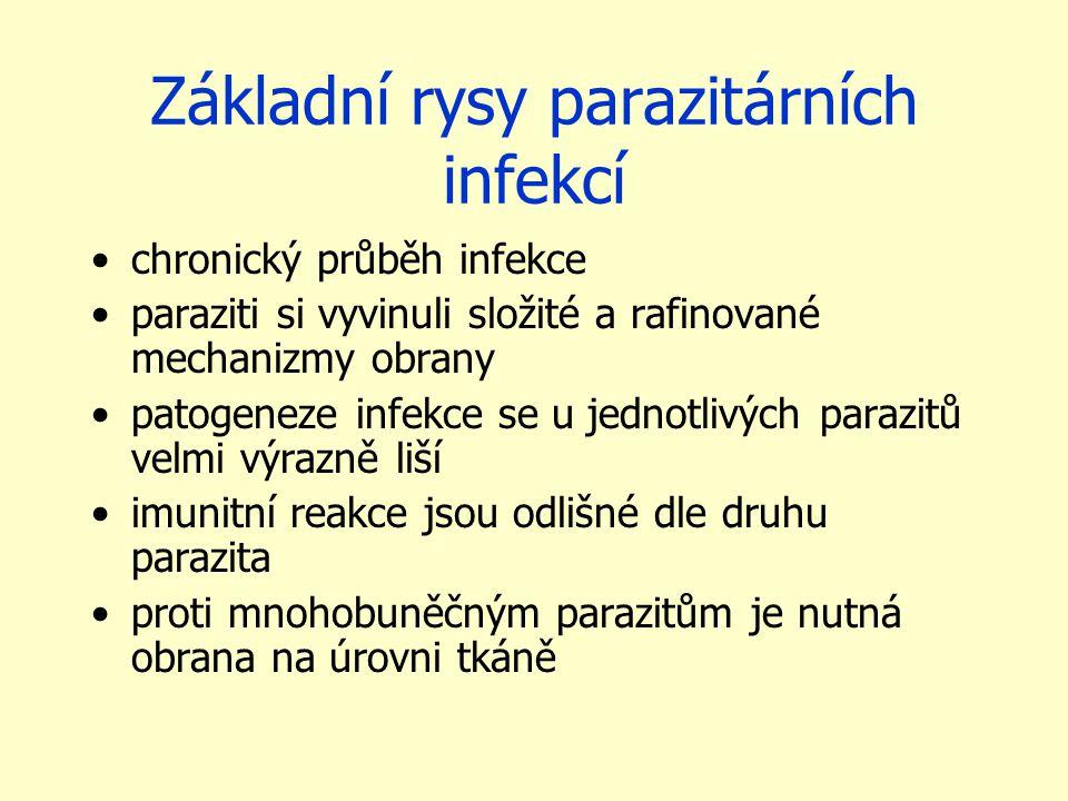 Základní rysy parazitárních infekcí chronický průběh infekce paraziti si vyvinuli složité a rafinované mechanizmy obrany patogeneze infekce se u jednotlivých parazitů velmi výrazně liší imunitní reakce jsou odlišné dle druhu parazita proti mnohobuněčným parazitům je nutná obrana na úrovni tkáně