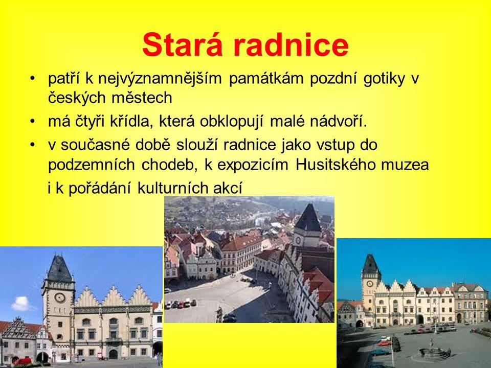 Stará radnice patří k nejvýznamnějším památkám pozdní gotiky v českých městech má čtyři křídla, která obklopují malé nádvoří. v současné době slouží r