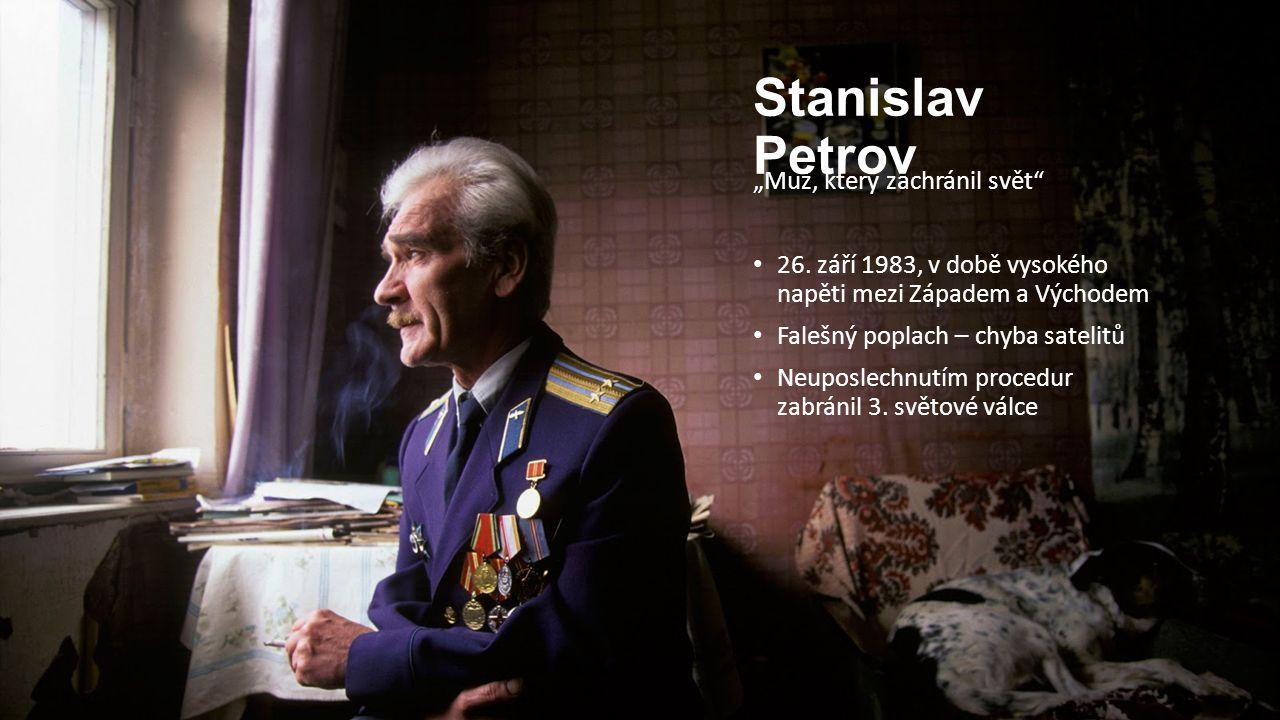 """Stanislav Petrov """"Muž, který zachránil svět"""" 26. září 1983, v době vysokého napěti mezi Západem a Východem Falešný poplach – chyba satelitů Neuposlech"""